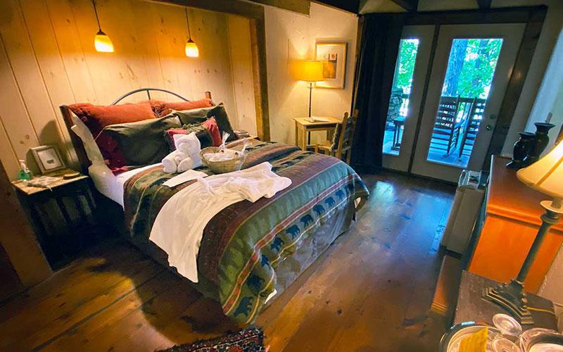 yona den with queen bed in sleeping nook